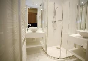 Badezimmer Familienappartement TYP E