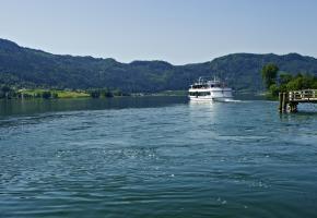 Ossiacher See mit Schiff