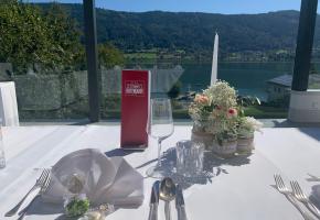 Hochzeitstafel mit Seeblick